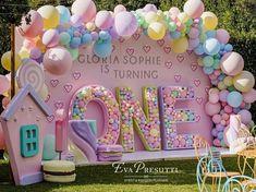 Candy Theme Birthday Party, Donut Birthday Parties, Birthday Backdrop, Candy Party, Themed Parties, Balloon Decorations Party, Birthday Party Decorations, Balloon Backdrop, Balloon Party