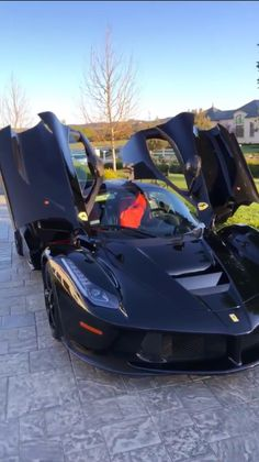 Travis Scott Just Gave Kylie Jenner The Most Extravagant Push Present – Car Collection Luxury Sports Cars, Top Luxury Cars, New Sports Cars, Exotic Sports Cars, Sport Cars, Exotic Cars, Travis Scott, Kylie Jenner Auto, Kylie Jenner Ferrari
