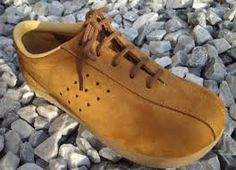 New fashion retro men style Ideas Fashion Mode, Retro Fashion, New Fashion, Trendy Fashion, Fashion Shoes, Kids Winter Fashion, Earth Shoes, Good Old Times, Ugly Shoes