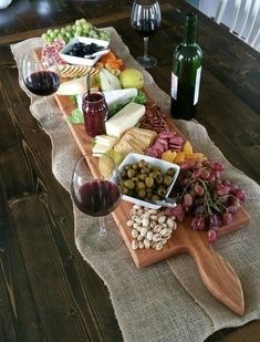 42 Inch- Extra Large Wooden Serving Platter- Cheese Board- in Oak- by Red Maple Run- Cutting Board- Gift for Foodie - Fingerfood & Snacks - Fruit Wooden Serving Platters, Food Platters, Cheese Platters, Cheese Table, Snacks Für Party, Appetizers For Party, Appetizer Recipes, Wine Appetizers, Girls Night Appetizers