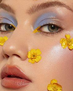 """Оля Змеюка on Instagram: """"Симпатяги, прибегайте учиться макияжу для себя и всяким цветным креативным приколам! Есть времечко в конце августа, так что пиши в директ…"""""""