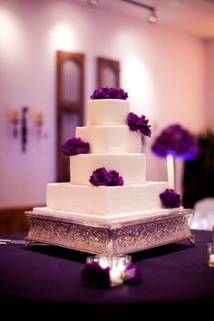 Soooo pretty and simple. I love this cake!!       white fondant dots wedding cake