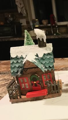 This also might be a nice project to do with the kids Christmas Wood Crafts, Miniature Christmas Trees, Christmas Items, Christmas Projects, Christmas Home, Holiday Crafts, Christmas Decorations, Christmas Ornaments, Crafts To Sell