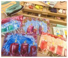 Vahamaalaus eli enkaustiikka on vanha taidemuoto, jossa mehiläis- tai muuta vahaa sulatetaan ja käytetään maalina. Enkaustiikan avulla syntyvät myös kauniit joulukortit. Vinkki! Kiillota valmis työs aina puhtaan talouspaperin avulla, jolloin vahapinta saa kauniin kiillon. #enkaustiikka #mehiläisvaha #vahamaalaus #kuvataide #joulu #jouluaskartelu #korttiaskartelu #encaustic #christmas #cardmaking #diy