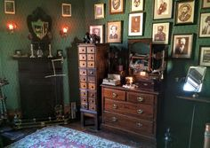 Image shared by Le Cirque des Rêves. Find images and videos on We Heart It - the app to get lost in what you love. My New Room, My Room, Zona Colonial, Green Rooms, Aesthetic Bedroom, Slytherin, Lofts, House Rooms, Art Nouveau