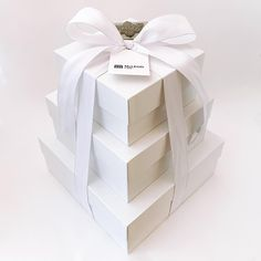 Super sleek and very modern packaging this year for McLeod Law LLP.  I was honored that they asked me again to create a gift they could share with clients this past holiday season. ⠀ ⠀ *⠀ *⠀ *⠀ *⠀ *⠀ #moderngifts #lovewhatyougift #giftbox #boxsmith #giftdesign #giftdesigner #giftstrategy #yycgifts #gifts #moderngiftboxes #corporategifts #clientgifts #curatedgiftbox #customgiftbox #artisan #artisangiftshop #artisangifts #artisangifting #moderngifting #moderngift #moderngiftbox… Curated Gift Boxes, Custom Gift Boxes, Client Gifts, Corporate Gifts, Law, Artisan, Packaging, Seasons, Create