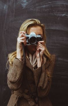Hot Girls With Cameras Vogue, Girls With Cameras, Pictures Of People, Female Photographers, Olivia Palermo, How To Take Photos, Victoria Beckham, Portrait Photography, Photography Themes