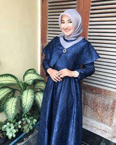 trendy ideas for wedding party dress ideas colour Winter Bridesmaid Dresses, Winter Bridesmaids, Wedding Party Dresses, Abaya Fashion, Muslim Fashion, Hijab Dress Party, Model Kebaya, Dress Brokat, Short Wedding Hair