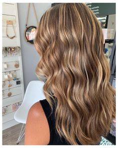 Brown Hair With Blonde Highlights, Brown Hair Balayage, Hair Highlights, Carmel Hair With Highlights, Blonde Light Brown Hair, Carmel Blonde Hair, Blonde Balayage, Blonde Foils, Honey Blonde Hair Color