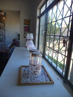 Reciclando vidros feito por nossa professora na nossa Casa do Aprendizado.