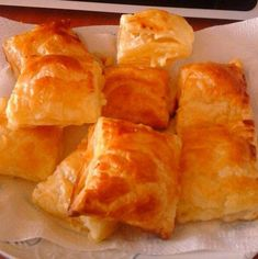 Vol Au Vent, Romanian Food, Spanakopita, Croissant, Food Design, Cornbread, Recipies, Food And Drink, Sweets Recipes