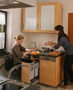 Die barrierefreie Küche aus Massivholz  für Rollstuhlfahrer. Alle raffinierten Details der rollstuhlgerechten Möbelmacherküche : http://www.die-moebelmacher.de/produkte/kueche/barrierefreie-kueche.html