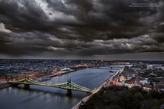 Mark Mervai is a talented photographer who spent many years trying to find the perfect setting for his landscape photographs of Budapest, Hungary. Most Beautiful Images, Most Beautiful Cities, Tres Jolie Photo, Capital Of Hungary, Heart Of Europe, What The World, Budapest Hungary, Panama City Panama, Amazing Photography