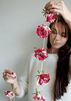 Cómo hacer una guirnalda con flores naturales para fiestas
