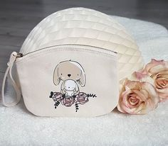 "Plotter Prinzessin on Instagram: ""Zuckerschock!!! @stichtageulenkinder hat das süße Häschen von @paulundclara auf unser Canvas Täschchen mit  @siser_official EasyWeed Flex…"" Coin Purse, Purses, Wallet, Instagram, Cute Bunny, Owls, Princess, Bags, Kids"