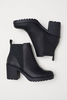 Do You Know How to Rock Ankle Boots? - Ankle Boots for Women Me Too Shoes, Women's Shoes, Shoe Boots, Cute Shoes Boots, Cute Ankle Boots, Comfortable Ankle Boots, How To Wear Ankle Boots, Kobe Shoes, Shoes Men