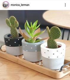 Painted Plant Pots, Painted Flower Pots, House Plants Decor, Plant Decor, Diy Concrete Planters, Concrete Crafts, Diy Crafts Hacks, Diy Projects To Try, Flower Pot Crafts