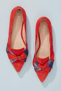 Great Summer Flat Shoes from 42 of the Stylish Summer Flat Shoes collection is the most trending shoes fashion this season. This Summer Flat Shoes look related to shoes, flats, sapatilhas and… Pretty Shoes, Beautiful Shoes, Cute Shoes, Women's Shoes, Shoe Boots, Flat Shoes, Shoe Wardrobe, Bow Flats, Fashion Shoes