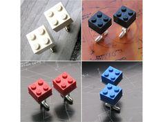 Originálnímanžetové knoflíčky, z kostiček lega.  Velmi krásný, designově a barevně výrazný originální dárek pro muže....   architekty, designéry, kreativce a jiné hravé muže, v bílém i na svatbu    DESIGNOVKA   dárkové balení samořejmostí !!!  Cena za 1 pár  Možnost volby barvy : bílá, černá, červená, žlutá, modrá, zelená, hnědá a černá  Lze doplnit i o kravatovou sponu ve stejném designu, v našem obchodě za zvýhodněnou cenu - komplet set Marceline, Lego, Cufflinks, Gifts, Accessories, Design, Presents, Favors, Legos