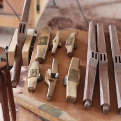 #handtoolthursday 遠い親戚にプロジェクトXでも取り上げられたヤマハのピアノ(木工)職人だった人がいます。僕が木工を始めた頃にその人から頂いた鉋。職人自作の道具は気合いが違いますよ。 These planes made by YAMAHA's piano craftsman. He is a distant relative of mine.