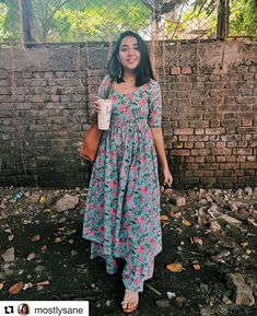 Kurtis neck designs for stylish look - Simple Craft Ideas Simple Kurta Designs, Kurta Designs Women, Salwar Designs, Kurti Back Neck Designs, New Kurti Designs, Neck Designs For Suits, Blouse Designs, Casual Indian Fashion, Indian Fashion Dresses