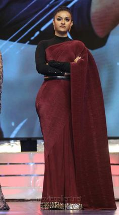 Keerthi Suresh looks ultra sexier in these outfits Choli Blouse Design, Silk Saree Blouse Designs, Blouse Patterns, Indian Bridal Outfits, Indian Bridal Fashion, Saree Jewellery, Saree Gown, Saree Styles, Blouse Styles