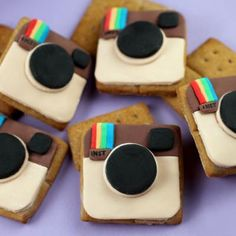 instagram crackers. seeing as how i am OBSESSED with instagram photos, i think this is awesome.