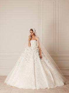 #HamdaAlFahim #bridal #bridalgown #white #gown #brocade #texture #floral #applique #volume #veil #beautiful #fall #winter #couture #wedding #inspiration #abudhabi #handwork #artisans