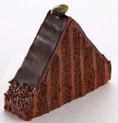 Gâteau \u0026quot;Pyramide\u0026quot;  création Jean,Paul Hévin. Biscuit cacao à la pâte