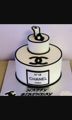 Enjoy this CHANEL CAKES gallery album you can enjoy large number pictures that you can browse, enjoy, comment upon and discuss. Plus upload and share your own Chanel Cakes pics plus read other people's opinions. Coco Chanel Cake, Bolo Chanel, Cupcakes, Cupcake Cakes, Cake Fondant, Beautiful Cakes, Amazing Cakes, Chanel Birthday Cake, Birthday Cakes