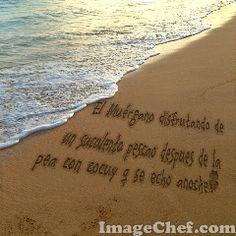 Mensaje en la Arena.El Muérgano almorzando un suculento sancocho en la playa de Los Jobitos