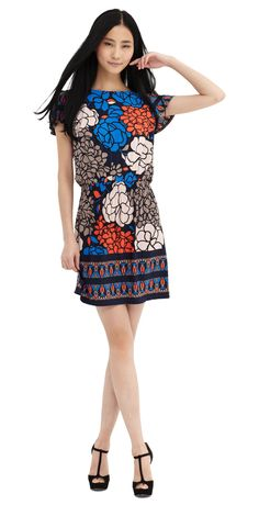 Quite possibly the most flattering dress ever, and the pattern is gorgeous!