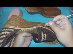 Летние тапочки макасины Часть1/Summer slippers crocheted//deslizadores del verano de punto - YouTube