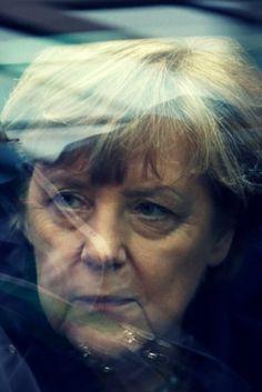 """""""Kanzlerin der sozialen Kälte"""": So hat die Regierung Millionen Deutsche in die Armut getrieben"""