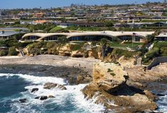 The Portabello Residence in Corona Del Mar | HomeDSGN, a daily source for inspiration and fresh ideas on interior design and home decoration.