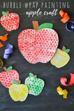 Bubble Wrap Painting Apples Craft With back-to-school in full-swing and fall not too far behind, it's time to start thinking about all things apples! Only a few supplies are needed to make these cute bubble wrap painted apples with the kids! Preschool Apple Theme, Apple Activities, Fall Preschool, Autumn Activities, Preschool Apples, Preschool Classroom, Toddler Art, Toddler Crafts, Fall Crafts For Toddlers