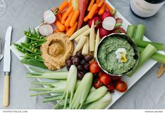 Avocado Ranch Dip The flavours of this tantalising snack will combine splendidly with that of a crudité platter. Avocado Ranch, Avocado Dip, Party Snacks, Appetizers For Party, Crudite Platter, Ranch Dip, Meat And Cheese, Appetizer Dips, Easy Meals