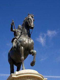 El significado mortal de las estatuas a caballo