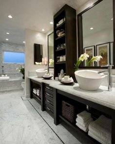 This contemporary Orange County bathroom