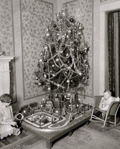 Vintage Christmas Tree and a Train Old Time Christmas, Ghost Of Christmas Past, Christmas Train, Old Fashioned Christmas, Christmas Items, Christmas Morning, Christmas Holidays, Christmas Decorations, Christmas Scenes