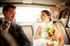 """Encontramos 10 vídeos de """"desastres"""" e """"tragédias"""" que aconteceram em casamentos mundo a fora. Quer um conselho? Não """"invente moda"""" no dia do seu casamento! Menos é mais e lembre-se: os noivos são sempre o centro das atenções, eles não precisam fazer absolutamente nada além de serem """"os noivos""""!"""