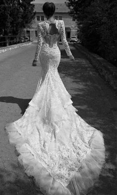 I would LOVE to wear this gown. Inbal Dror 2013 Wedding Dress Collection via Bridal Musings, Awesome wedding gown Gorgeous Wedding Dress, Dream Wedding Dresses, Bridal Dresses, Beautiful Dresses, Wedding Gowns, Wedding Lace, Mermaid Wedding, Lace Mermaid, Weeding Dress
