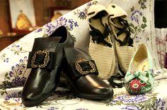 Pequeña muestra de diferentes tipos de calzados tradicionales que disponemos.   #Indumentariaregional #LaBarracaFallera #Fallas #Tradición #SigloXVIII-XIX Men Dress, Dress Shoes, Biker, Oxford Shoes, Boots, Fashion, Sheds, Different Types Of, Over Knee Socks