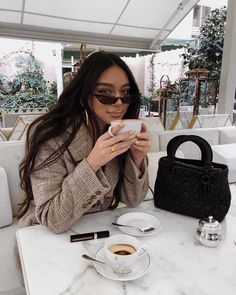 My new favourite lip colour shade is called Almond Cappuccino 😏☕️ but really I am wearing Dior liquid lipstick in 221 Dior Liquid Lipstick, Janice Joostema, Classy Aesthetic, Foto Casual, Instagram Pose, Instagram Models, Coffee Girl, Insta Photo Ideas, Luxe Life