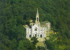 Santuario di Montallegro Scritto da Paola Montonati. Sulle alture dietro Rapallo, raggiungibile da una strada, un po' stretta, ma che...