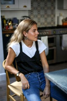 Five Updates for Your Wardrobe Right Now Fashion Me Now Fashion Me Now, 80s Fashion, Look Fashion, Fashion Outfits, Fashion Tips, Womens Fashion, Feminine Fashion, 1990s Fashion Trends, Vintage Fashion 90s