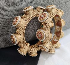 Fancy Jewellery, Diamond Jewellery, Indian Jewelry Sets, Bollywood Jewelry, Bangle Bracelets, Gold Bangles, Gold Earrings, Necklace Designs, Antique Gold