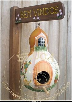 Birdhouse, pretty, but you have to hang them where they don't get rained on or the will fall apart. Decorative Gourds, Hand Painted Gourds, Bird House Feeder, Bird Feeders, Gourds Birdhouse, Birdhouses, Deco Nature, Bird Houses Painted, Gourd Art