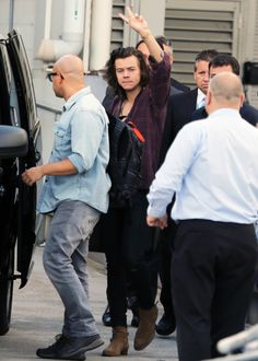 Harry Styles And Louis Tomlinson Arrive At Sydney Airport Today Looking Very Very Happy! - http://oceanup.com/2015/02/05/harry-styles-and-louis-tomlinson-arrive-at-sydney-airport-today-looking-very-very-happy/
