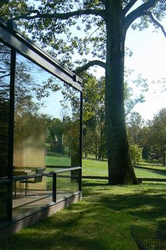 """Glass House"", Philip Johnson home, New Canaan, Connecticut designed by Philip Johnson Post Modern Architecture, Amazing Architecture, Architecture Details, Philip Johnson Glass House, Farnsworth House, Cabins And Cottages, Modern Exterior, Postmodernism, Beautiful Buildings"